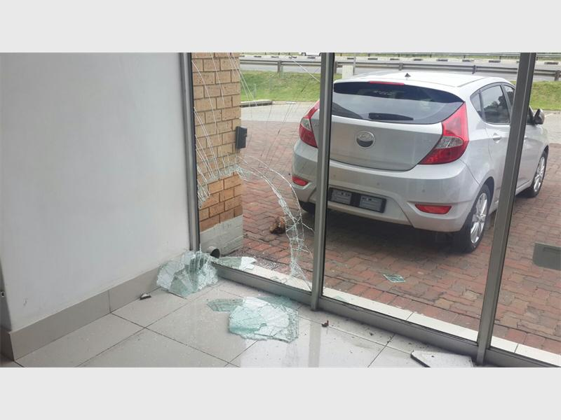 Computer thieves target car dealerships in Strijdom Park